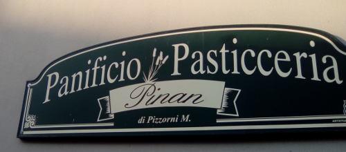 Foto dell'isegna del panificio Pinan di Rossiglione
