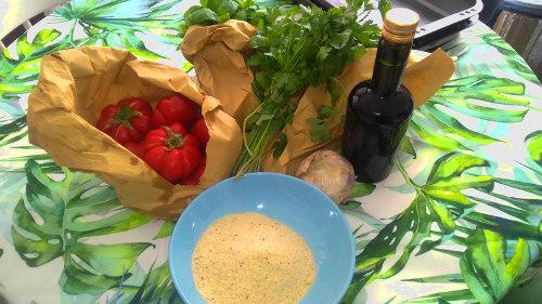 Ingredienti necessari per i pomodori alla Marchigiana, Pomodori, Aglio, Olio, Prezzemolo